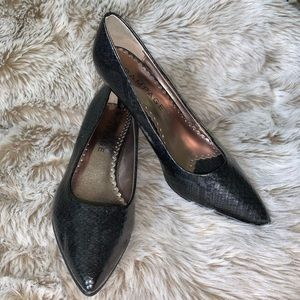 Rampage Black Iridescent Snake Print Pumps